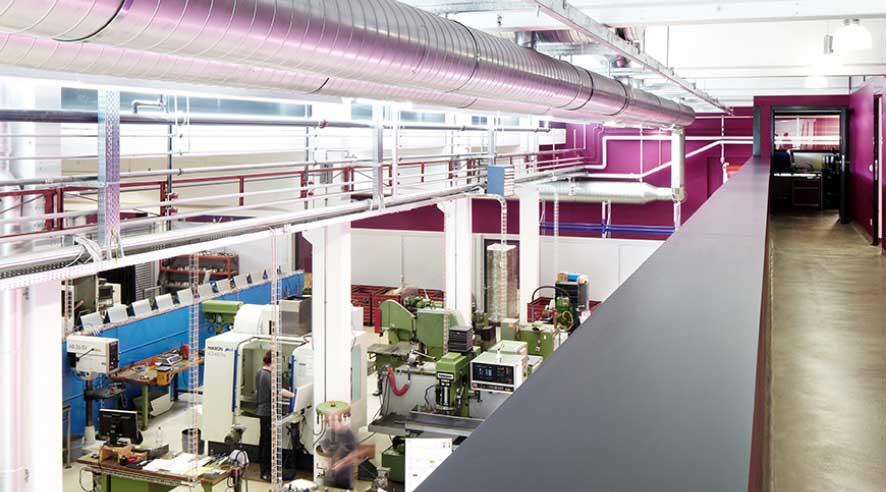 Innenansicht Produktionshalle Teaser IE Technology Hygienekonzept und Umbau einer Möbelfabrik